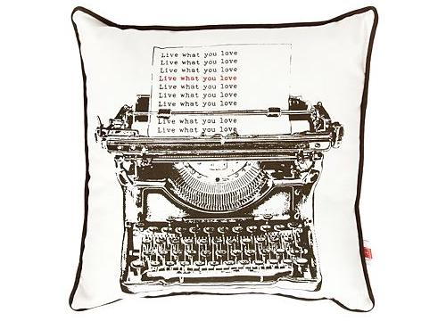 Ben de Lisi type cushion